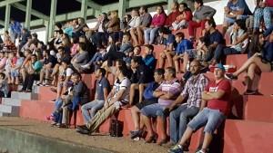 Publico que se hizo presente en el Estadio Municipal de Pando